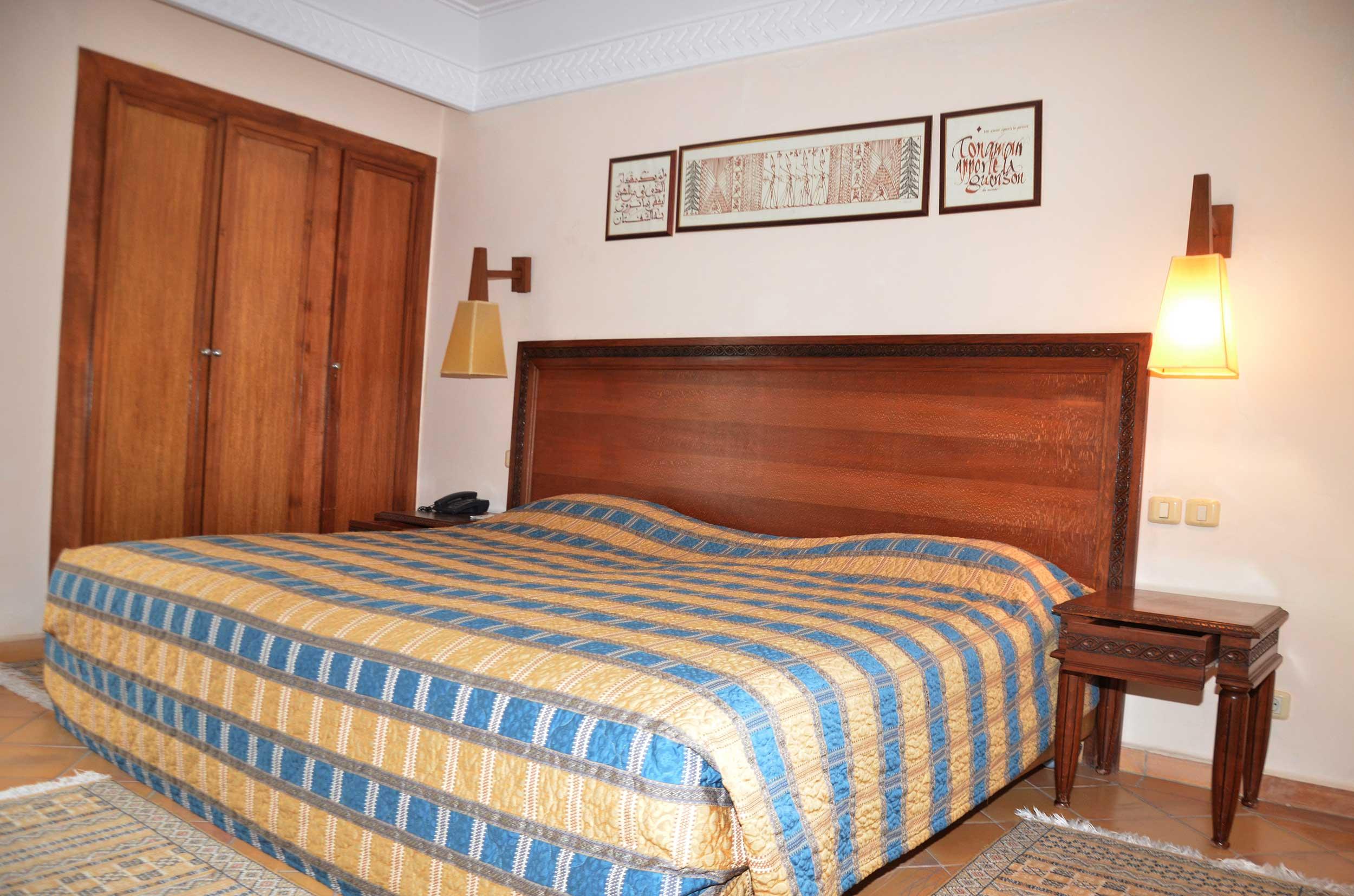 loggia suite palais des roses. Black Bedroom Furniture Sets. Home Design Ideas